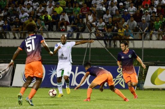 Liga de Portoviejo mantiene el invicto tras empatar (1-1) ante Atlético Porteño