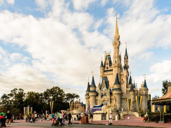 Disney prohíbe fumar en sus parques