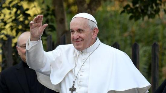 Papa Francisco llega a Rabat y es recibido por el rey Mohamed VI