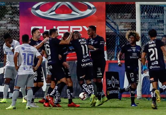 Independiente del Valle vence a Emelec 1-0 en el estadio Rumiñahui