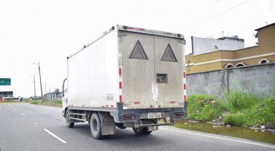 Asaltan a camión lleno de camarón