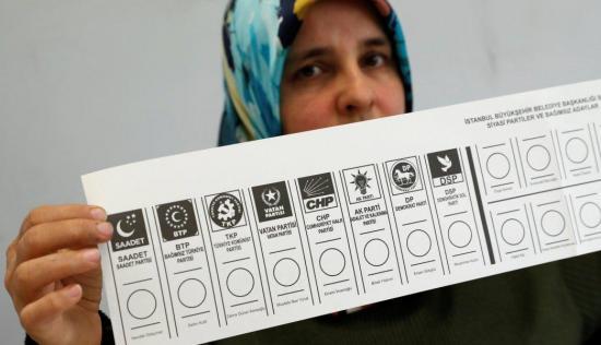 Dos muertos y 50 heridos por incidentes en elecciones municipales de Turquía