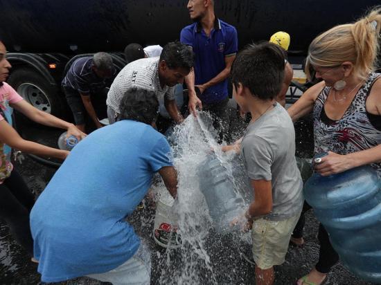 Desesperación por fata de luz y agua se toma las calles de Venezuela