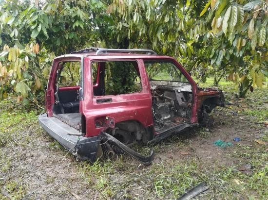 Desmantelan auto Vitara en la vía al Placer del Toachi