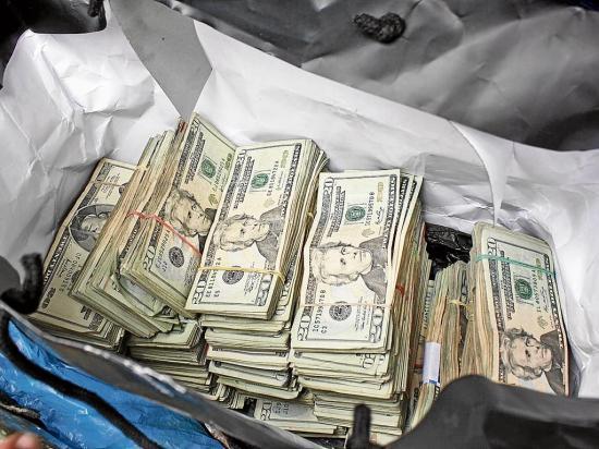 Motorizados les roban 10 mil dólares