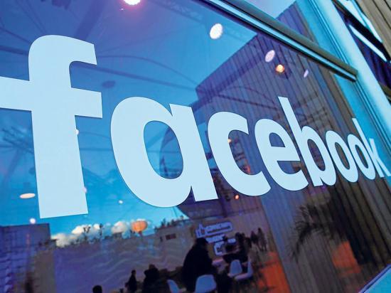 Facebook cierra páginas de políticos