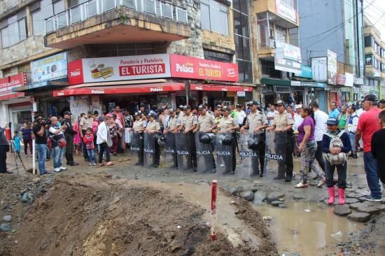 Comerciantes protestan e impiden inicio de trabajos en la calle San Miguel