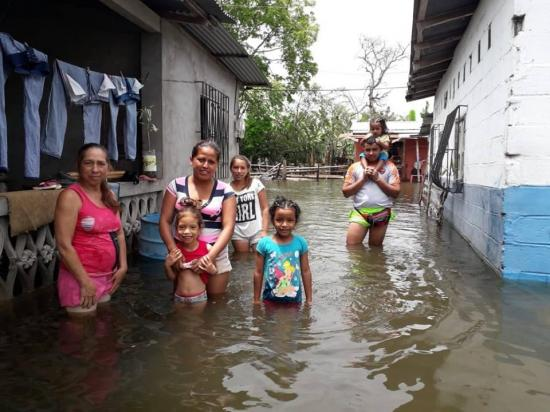El drama persiste tras las inundaciones en Vinces