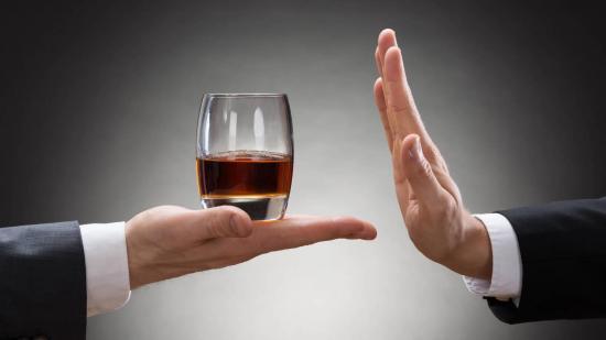 Daño que sufre el cerebro por beber alcohol es irreversible y progresivo
