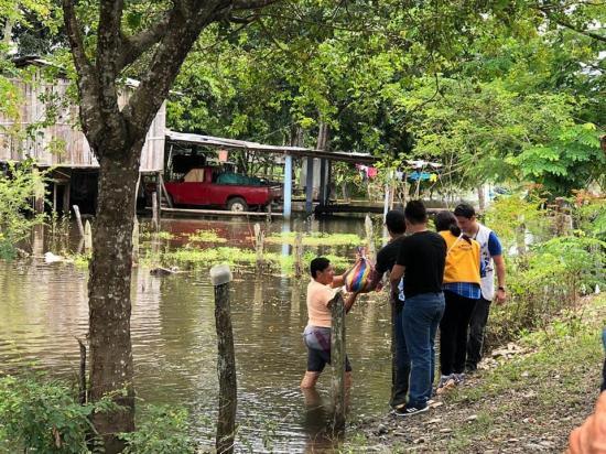 En Los Rios habitantes afectados por el nivel de agua esperan ayuda de autoridades
