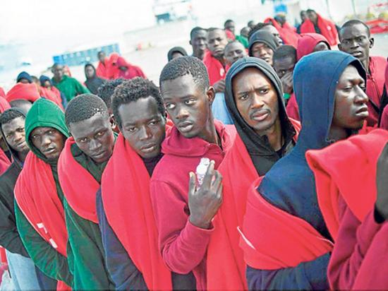 Autoridades rechazan a  ciudadanos rescatados frente a costas de Libia