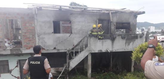 Bomberos controlan incendio de pequeña intensidad en Bahía de Caráquez