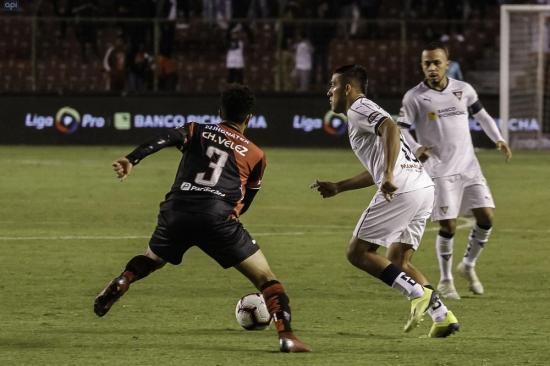 Liga de Quito y Técnico Universitario empatan sin goles en el Rodrigo Paz