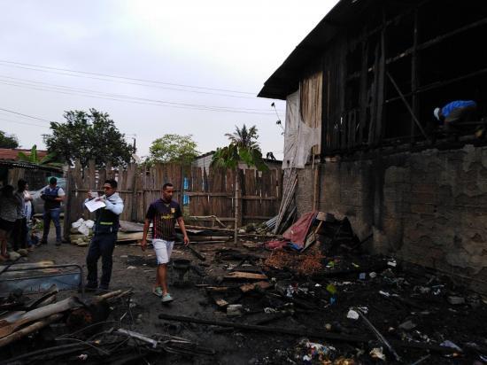 Incendio destruye dos viviendas