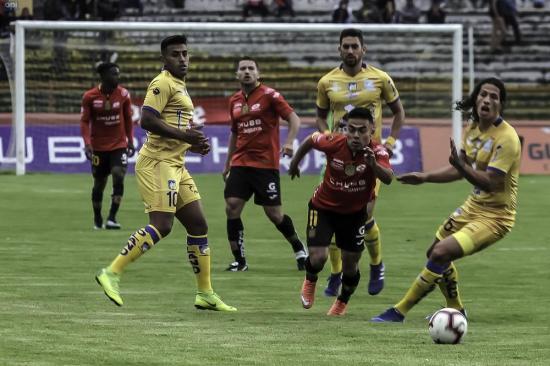 Delfín logra un apretado triunfo ante Deportivo Cuenca