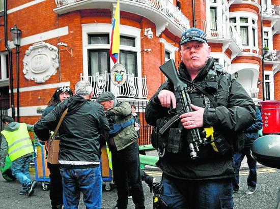 Julian Assange crea nuevas tensiones