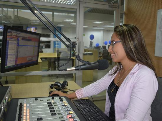 La radio es parte de la vida de 'La Gata' Reyes