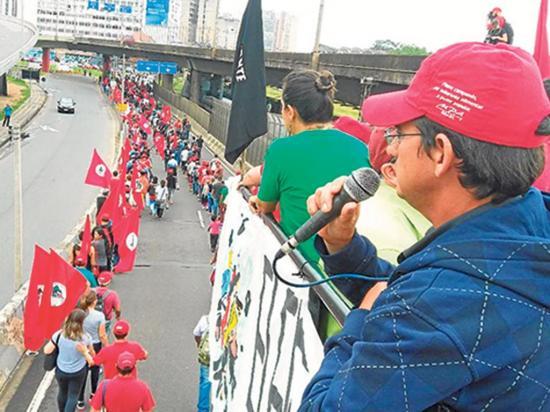 Una multitud se solidariza con Lula en el sur de Brasil