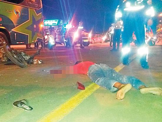 Última hora: motociclista muere tras chocar con un bus en la vía a Manta