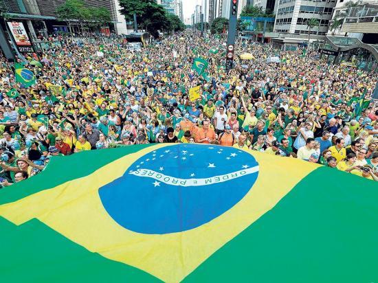 Masivo pedido de libertad por Lula