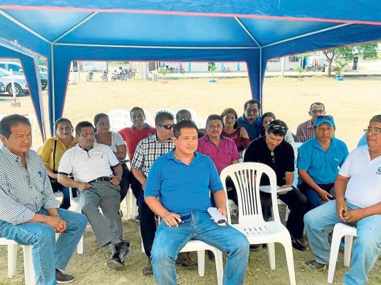 131 Empleados del municipio de Puerto López piden el pago de sueldos