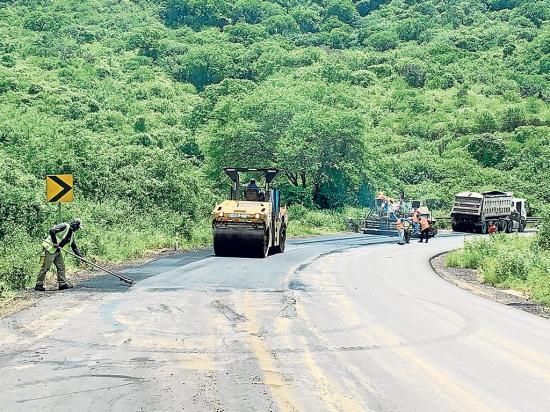 Avanza arreglo de la carretera