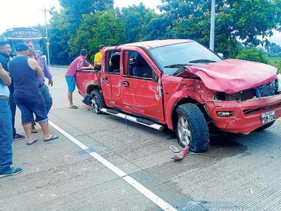 Cuatro heridos leves en accidente de camioneta