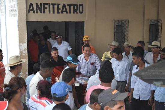 Alberto Tovar Morán , locutor en Vinces fue asesinado de 22 machetazos