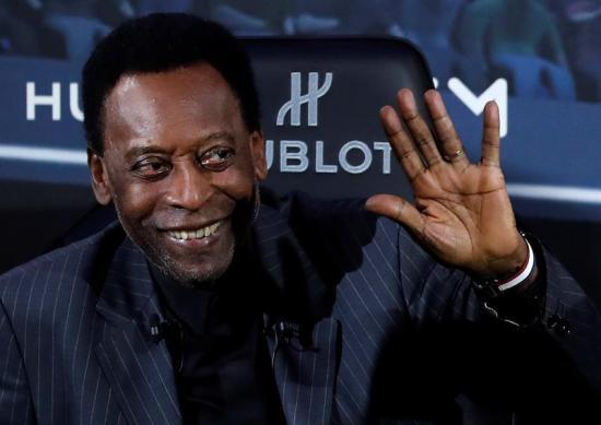 Pelé, nuevamente ingresado en un hospital a su llegada a Brasil