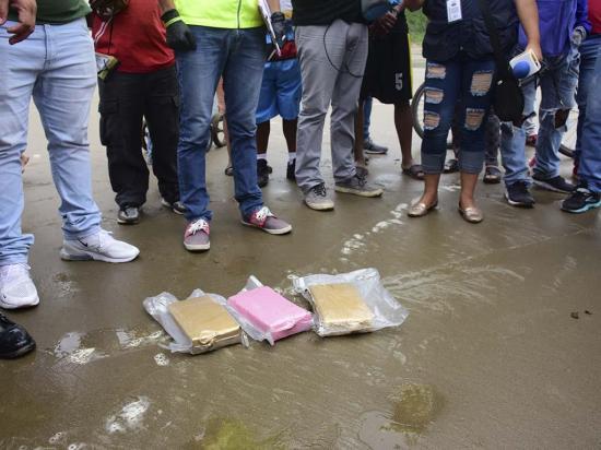36 paquetes de cocaína fueron hallados en la playa el Murciélago