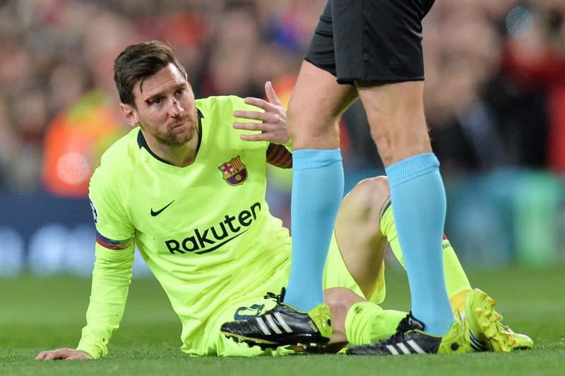 Messi será examinado este jueves tras sufrir un fuerte golpe en el pómulo