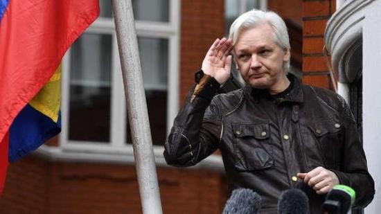 Ecuador confirma que ha retirado el asilo a Julian Assange