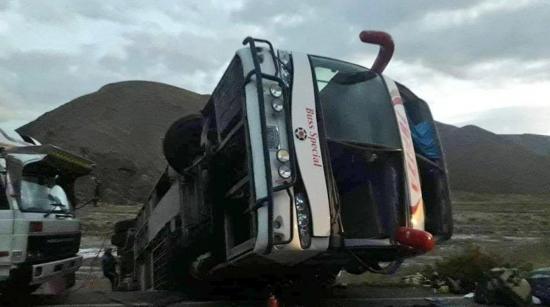 Al menos siete muertos y 29 heridos en un accidente de autobús en Bolivia