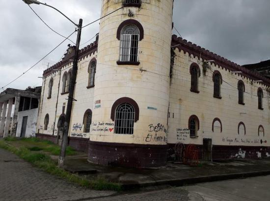 Palacio sigue abandonado