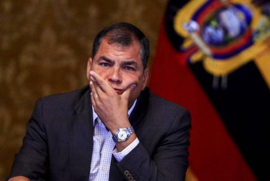 Correa asegura que bloqueo de su página de Facebook es 'un paso más de la brutal persecución'