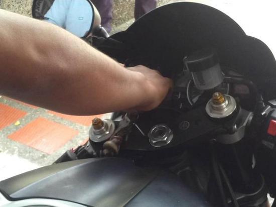 Denuncia que le robaron la motocicleta que dejó estacionada en su casa