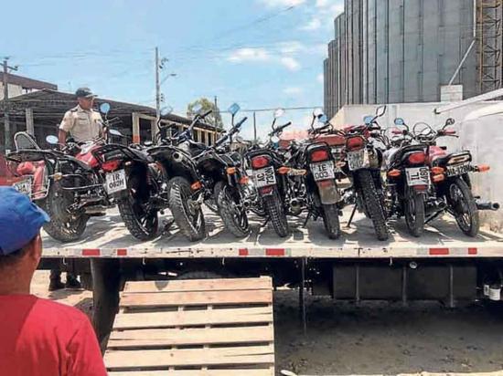 Los carros y motos que circulen sin placas en las vías serán retenidos