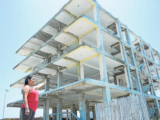 En Pedernales persisten los daños del terremoto