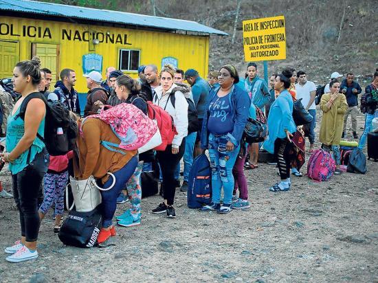Llega otra caravana con 800 migrantes