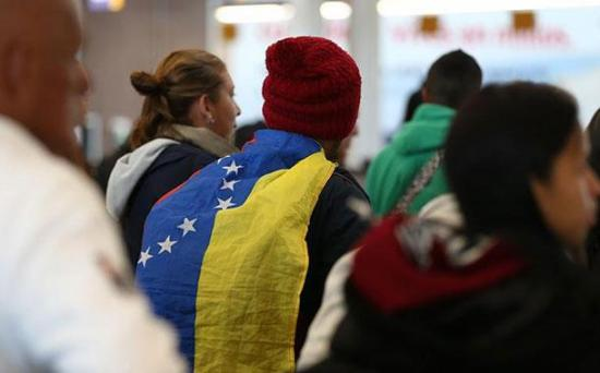 Dos aviones trasladan a más de 170 venezolanos a su país desde Ecuador