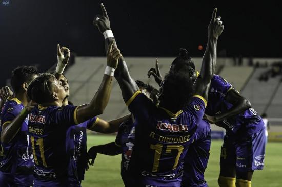 ¡GOLEADA EN EL JOCAY! Delfín SC vence por 4-0 a Olmedo