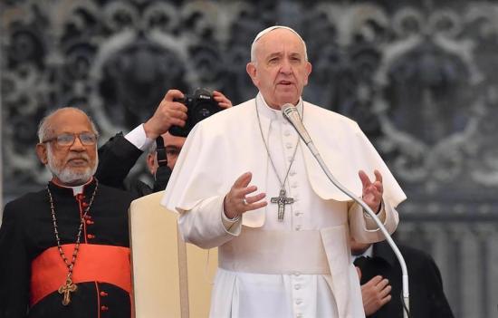 El papa Francisco exhorta a los jóvenes a liberarse de la 'dependencia' del celular