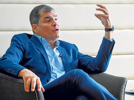 Bloquean la cuenta de Facebook de Correa por violar las normas