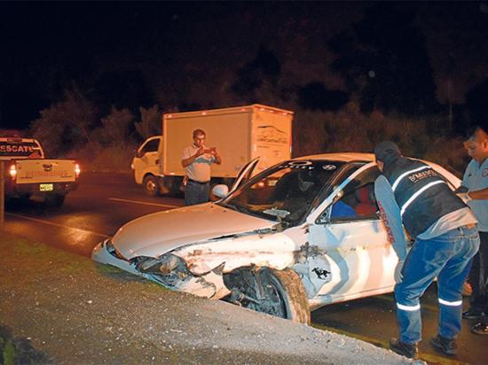 Un accidente en un automóvil deja a una persona herida