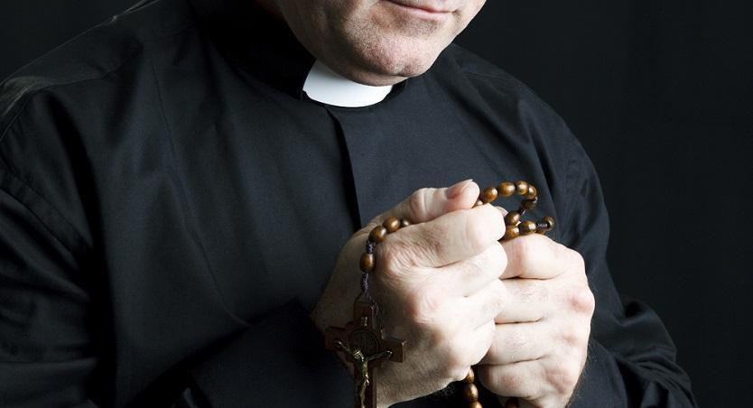 Detienen a un sacerdote por presunta agresión sexual a una niña de 6 años