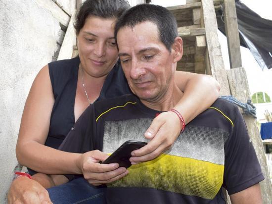 Ladrones mataron a su hijo sólo por un teléfono celular