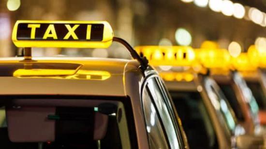 Apuñalaron a un taxista