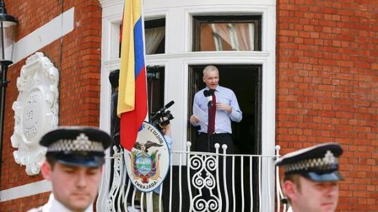 Moreno sugiere que Correa financió ''centro de espionaje'' de Assange