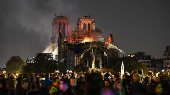 Ecuador se solidariza con Francia tras incendio en la catedral de Notre Dame