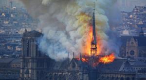 Piñera ofrece a Macron cobre y madera de Chile para reconstruir Notre Dame